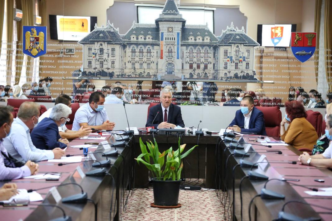 La Consiliul Judeţean Dolj a fost semnat, luna trecută, contractul de lucrări pentru primul tronson al drumului judeţean 561A, cel de la Giurgița la Moţăţei. Urmează tronsonul II, Moţăţei - Plenița – limita cu judeţul Mehedinți.