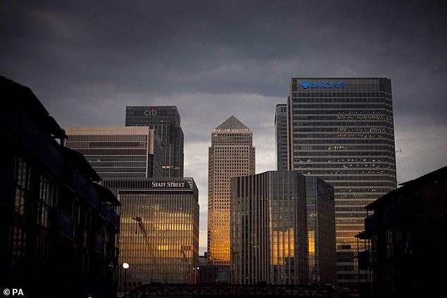 """Cele mai mari bănci din lume, acuzate că au spălat sume uriaşe de """"bani murdari"""""""