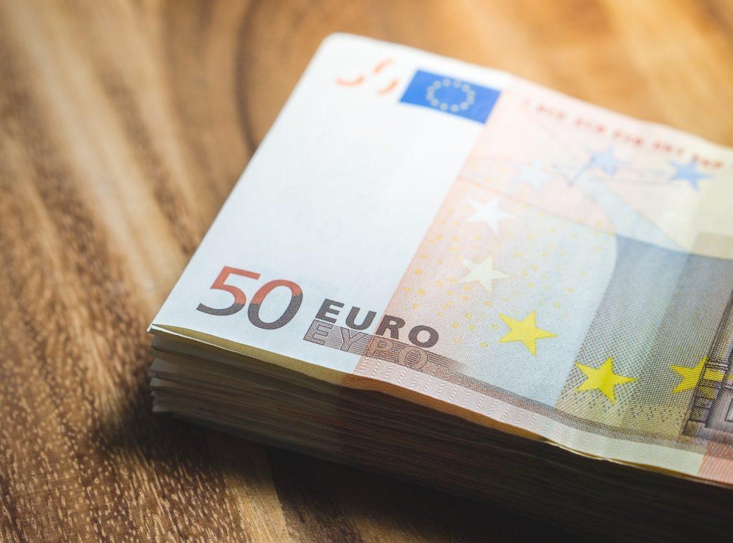 Micii antreprenori se pot înscrie pentru obţinerea de microgranturi din fonduri nerambursabile, începând de luni, 12 octombrie, ora 10.00