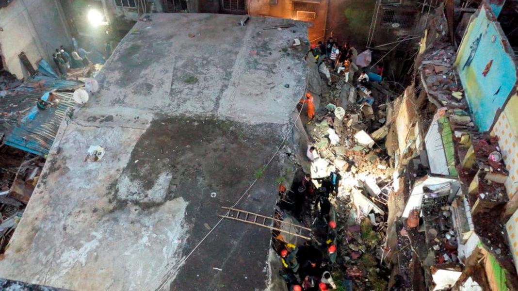 Zece morţi şi 25 de dispăruţi, după prăbuşirea unui bloc