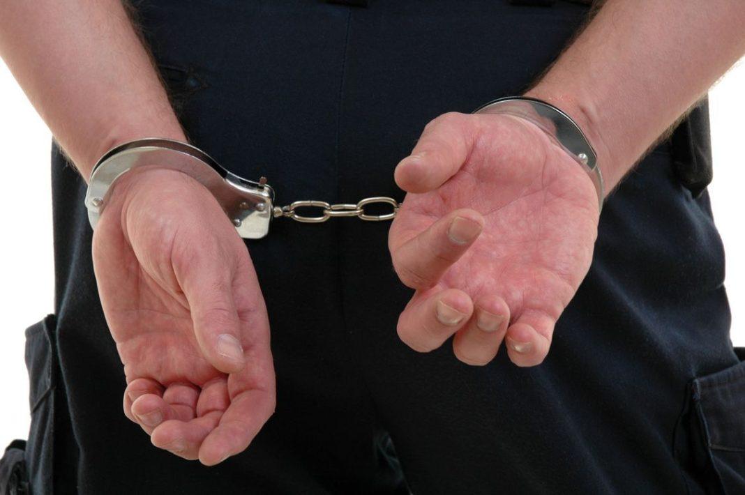 Un bărbat care a condus fără permis de conducere și sub influența alcoolului a fost reținut