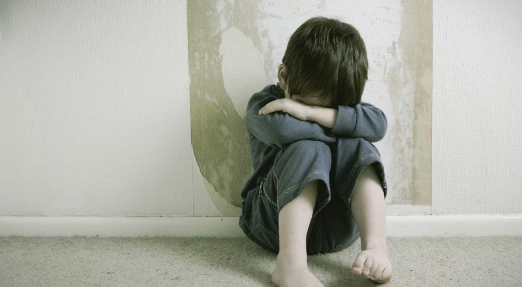 Un bărbat a primit o pedeapsă redusă după ce a recunoscut că a ales să violeze un copil ca să nu-și înșela soția plecată la muncă în străinătate