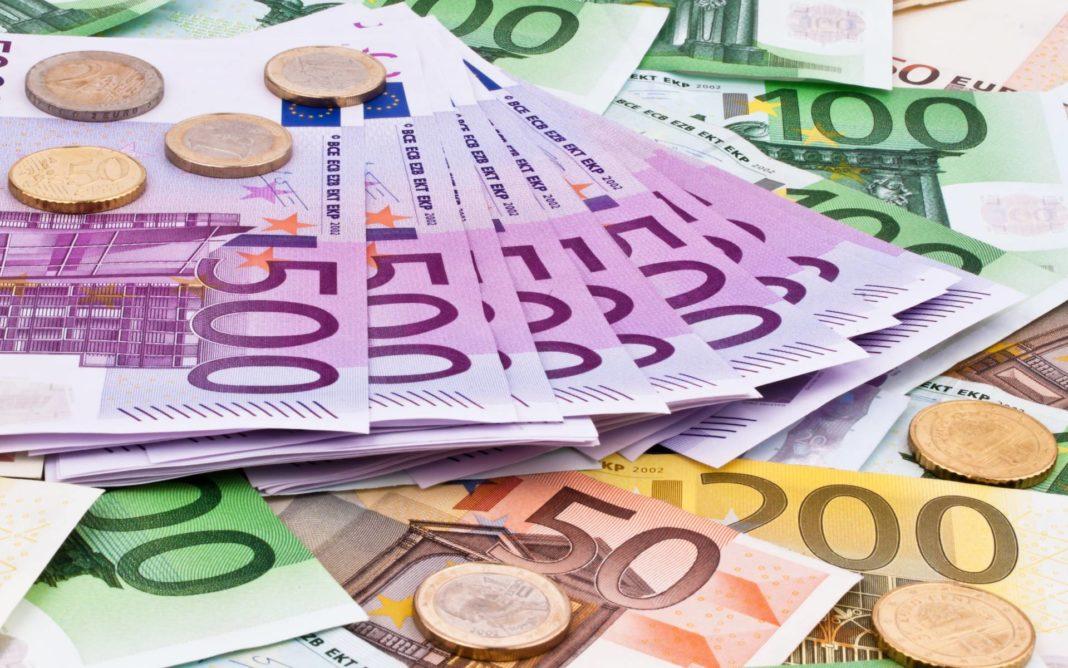 Un nou maxim istoric pentru euro