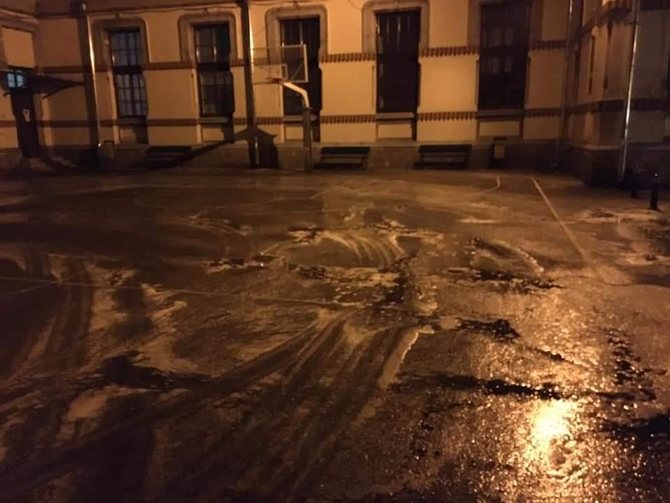 Curțile școlilor din Târgu Jiu sunt igienizate în fiecare zi