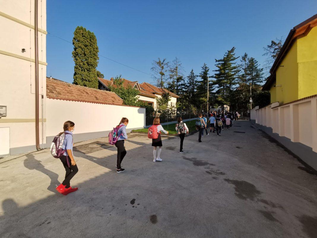 """Colegiul Naţional """"Mircea cel Bătrân"""" are noi spații de învățământ"""