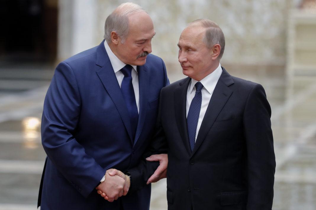 Aleksandr Lukaşenko speră să rămână la putere cu sprijinul lui Vladimir Putin