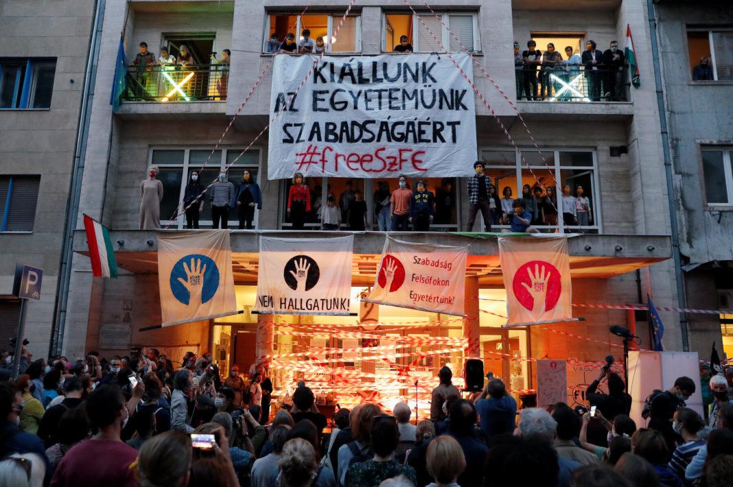 Protestul studenților maghiari, un simbol al rezistenței în fața guvernului Orban