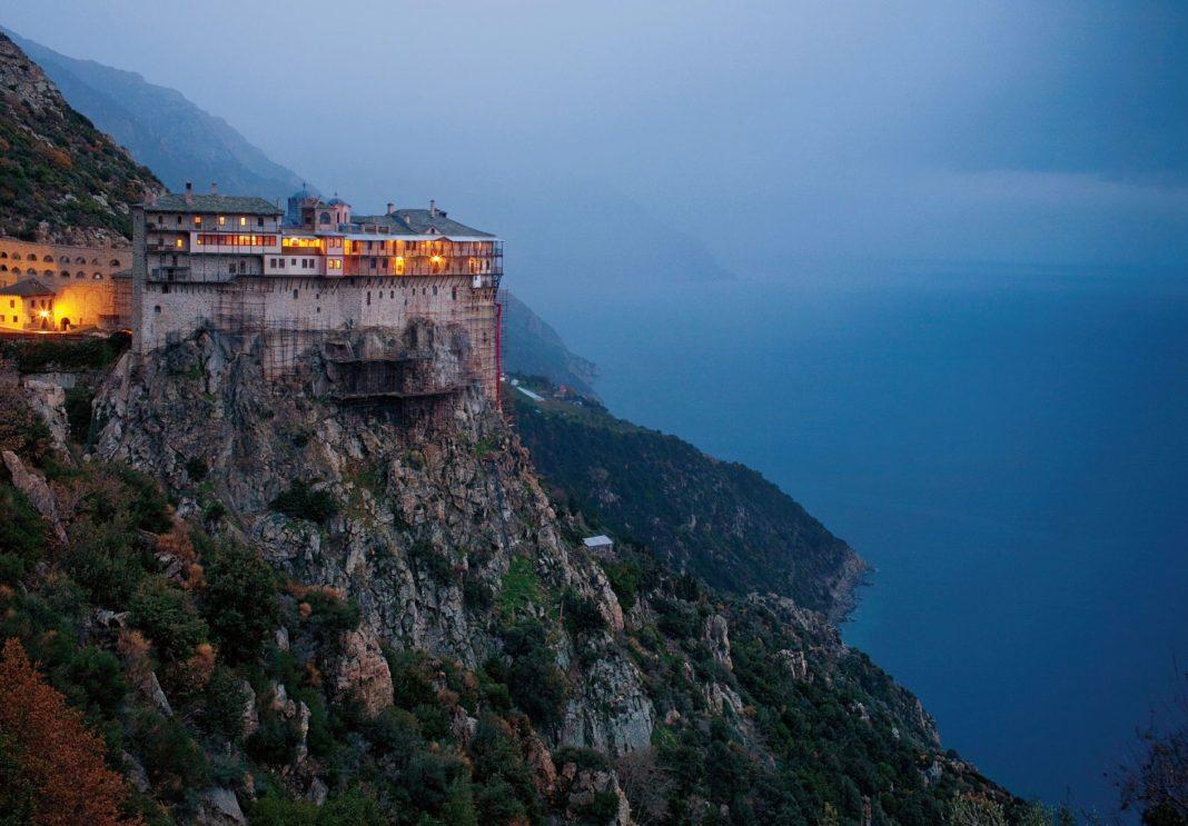 Opt călugări din mănăstirea Sfântul Pavel de pe Muntele Athos, din nordul Greciei, au fost testaţi pozitiv pentru COVID-19