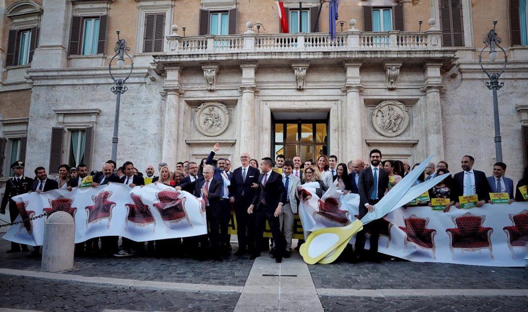 Italia îşi reduce numărul de parlamentari