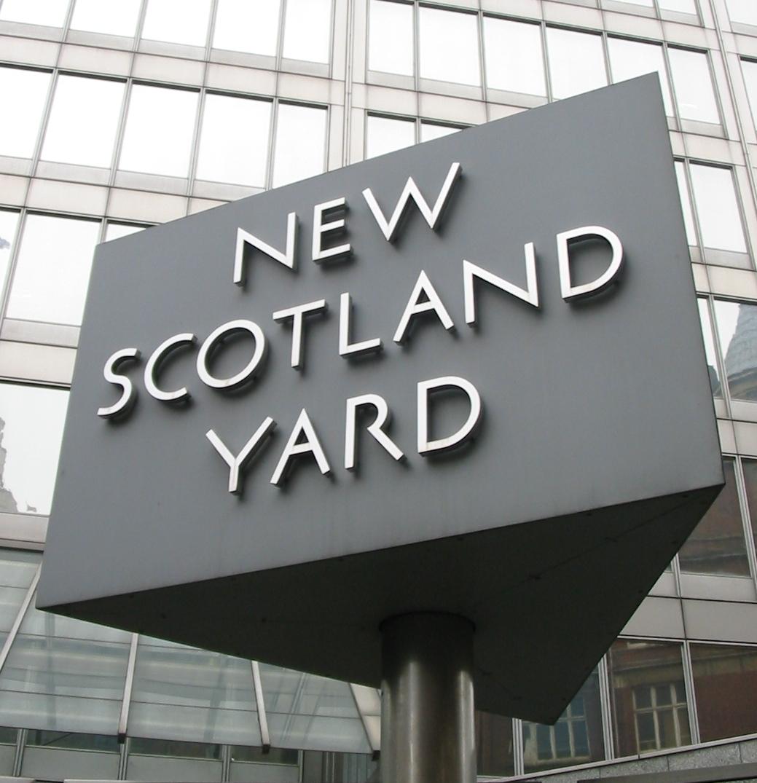 Scotland Yard caută hoții care au furat armele cu care s-a filmat James Bond