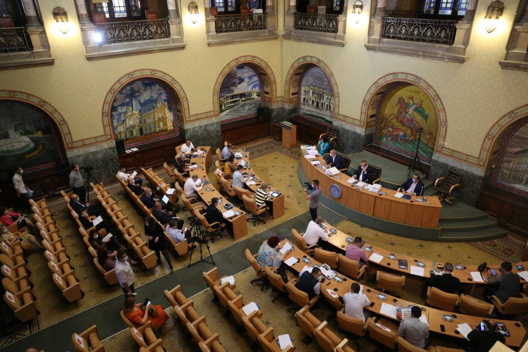 Funcționarii publici din cadrul Primăriei Craiova și Consiliului Județean Dolj vor fi plătiți și în 2021 la fel ca în 2020, chiar dacă a crescut salariul de bază minim brut pe ţară