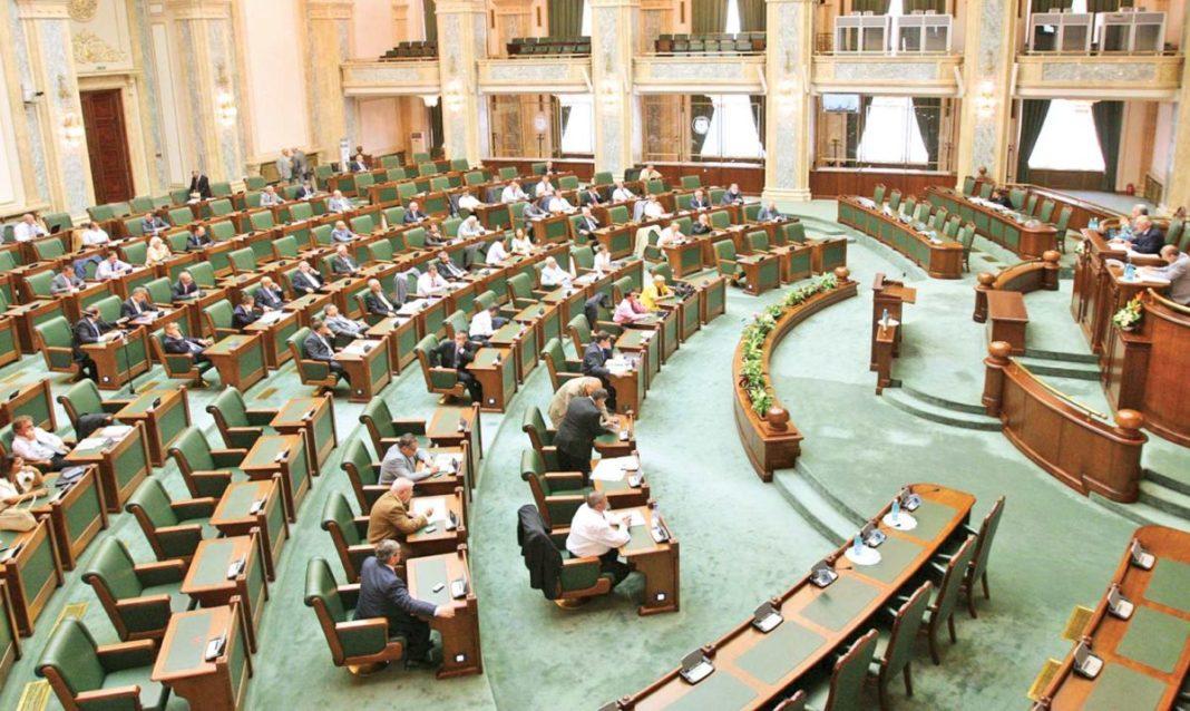 Senat: Părinţilor li se pot acorda libere, în cazul limitării sau suspendării cursurilor şcolare