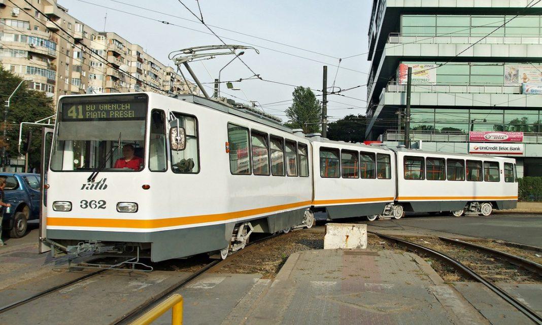 Un bărbat a murit după ce a fost lovit de tramvai, în Capitală