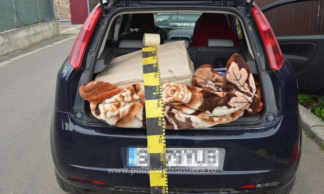 Aproximativ 20.000 de ţigpri de contrabandă au fost confiscate de polițiștii olteni în urma a trei percheziții domiciliare