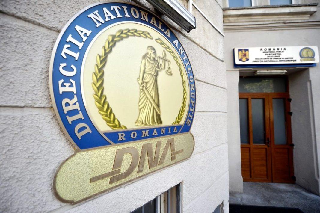 Moise Marius Eduard, fost ofițer DNA , în prezent comisar șef în cadrul IGPR, cercetat pentru luare de mită și favorizarea făptuitorului