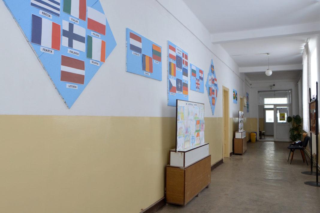 Şcoala Izvoare trimite acasă toţi elevii