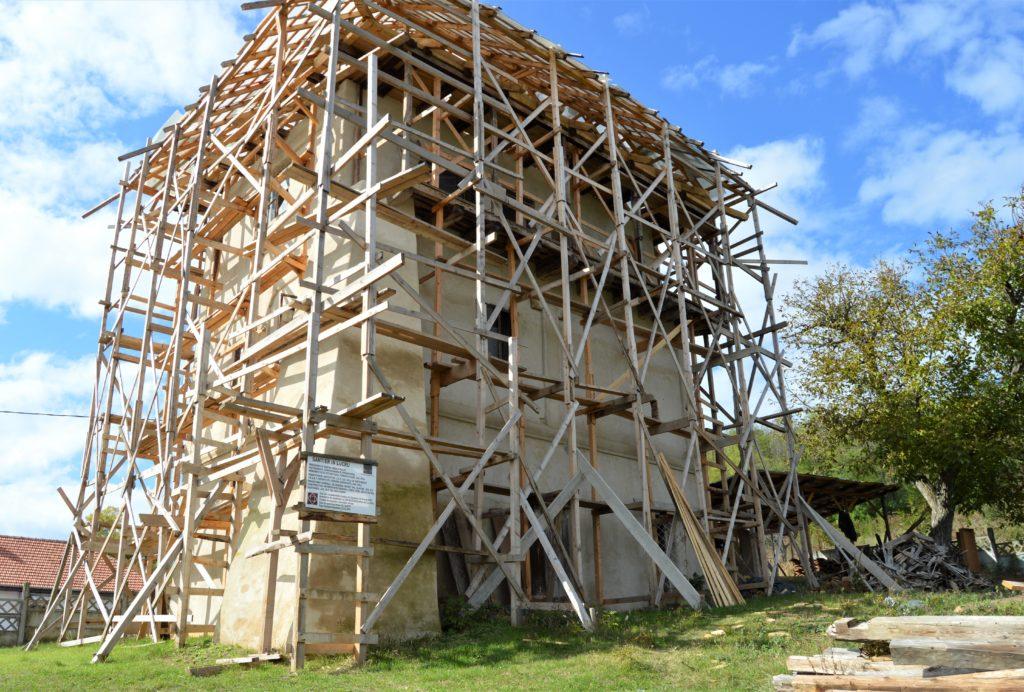 Cula Cernăteștilor ar data din secolul XV, fiind ridicată cu scop de construcție militară. Ea va fi restaurată printr-un proiect cu fonduri europene derulat de CJ Dolj.