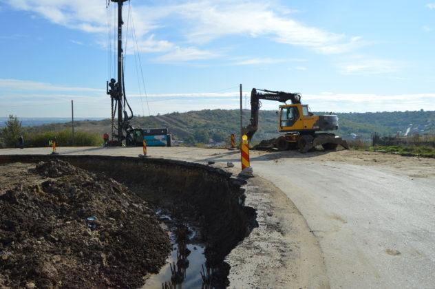 La drumul județean Craiova – Cetate se lucrează în forță