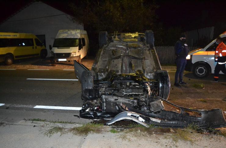 În urma accidentului rutier a rezultat decesul pasagerului din partea dreapta față, respectiv un tânăr de 19 ani din Vaideeni și vătămarea corporală a conducătorului autoturismului