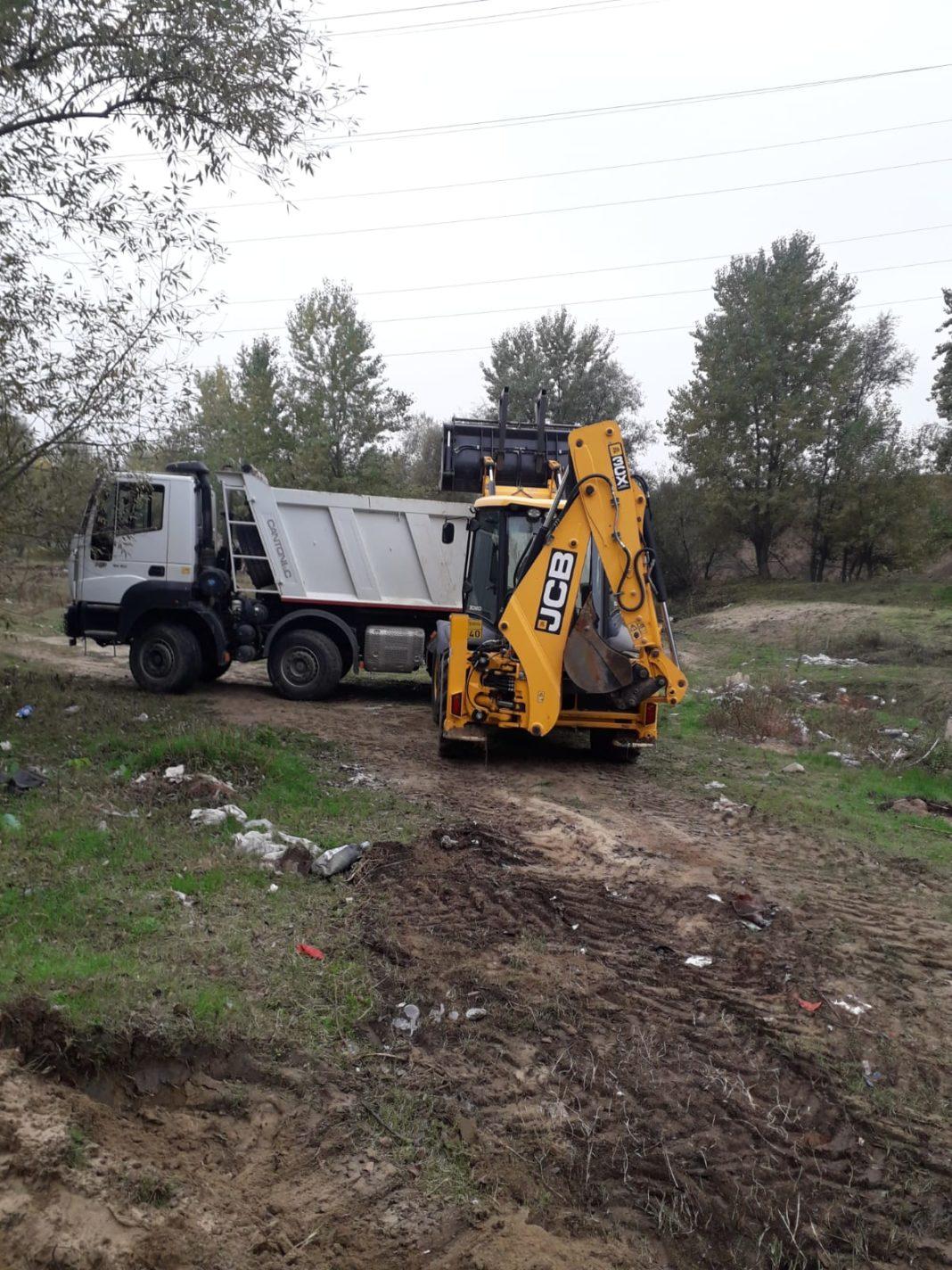 20 mc de deșeuri au fost ridicate de pe malul râului Amaradia