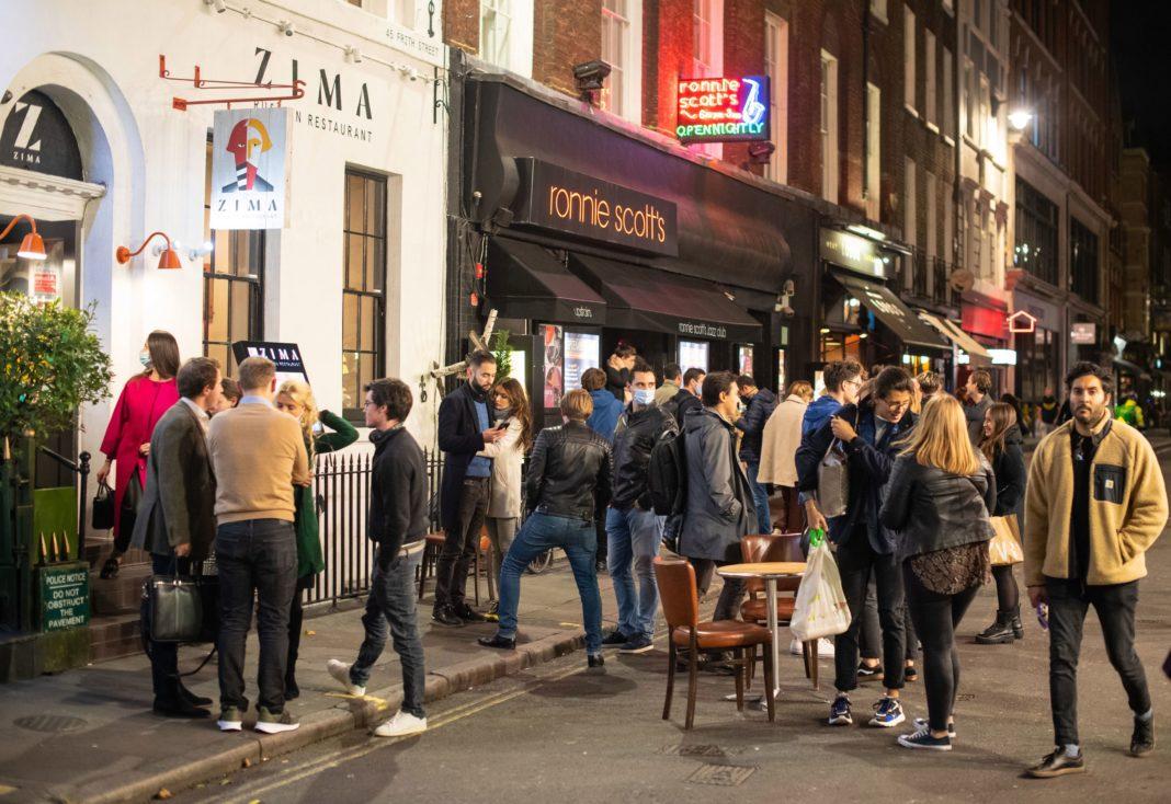 Coronavirus: Pub-urile şi restaurantele din nordul Angliei vor fi închise