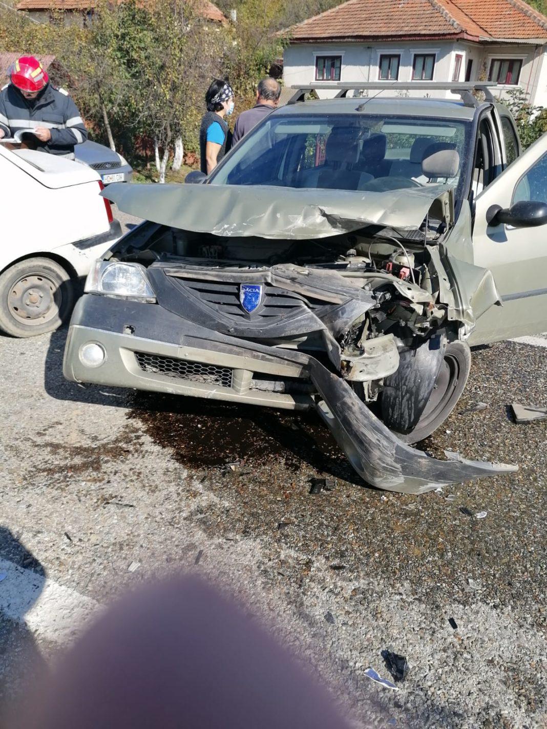 Două persoane au fost rănite joi după-amiază în urma unui accident rutier produs la Motru