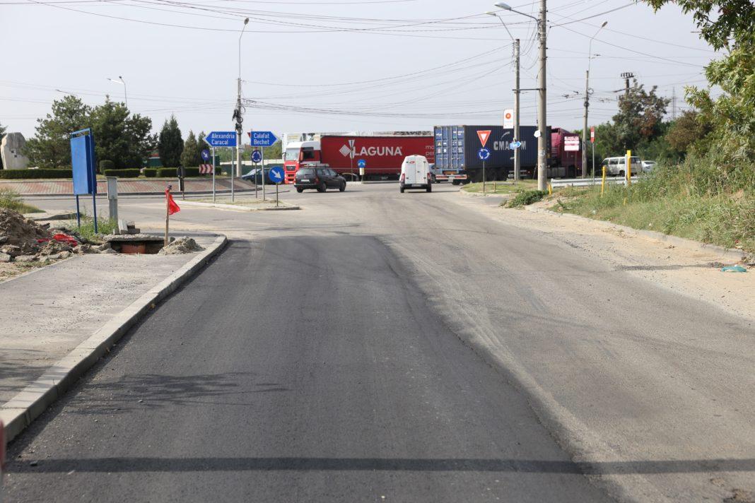 Jumătate de stradă asfaltată/foto:Claudiu Tudor