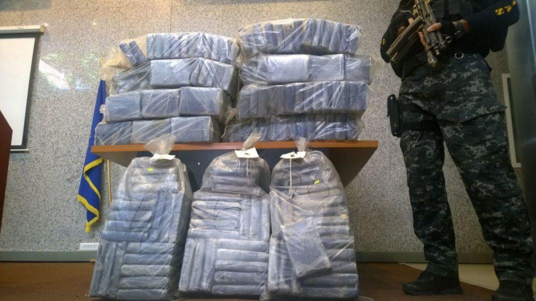 Două tone de cocaină, găsite într-o barcă improvizată în Columbia