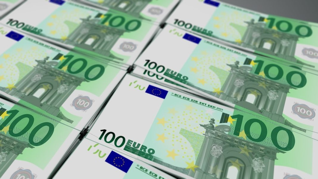 O femeie polițist din București este acuzată că a cerut 15.000 de euro de la un medic estetician pentru o pacientă nemulțumită