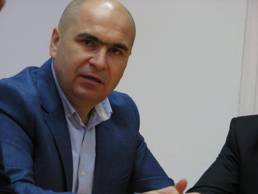 Ilie Bolojan vrea să dea afară jumătate din angajaţii Consiliului Judeţean Bihor