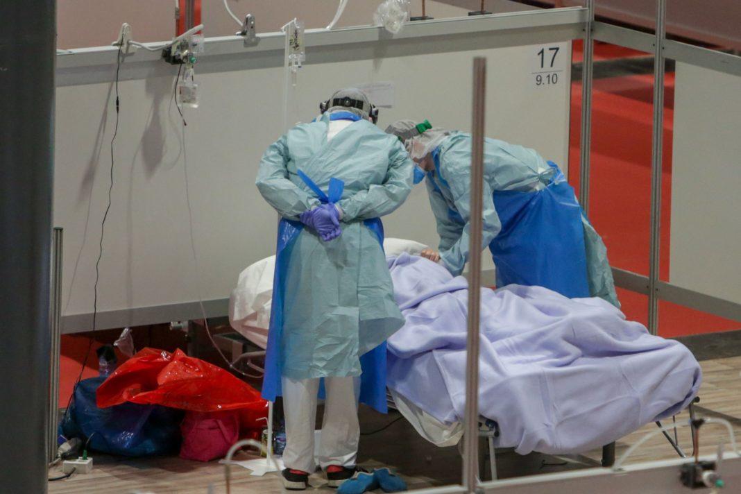 Pacienții spitalizați cu COVID-19 pot prezenta simptome mai multe luni după externare