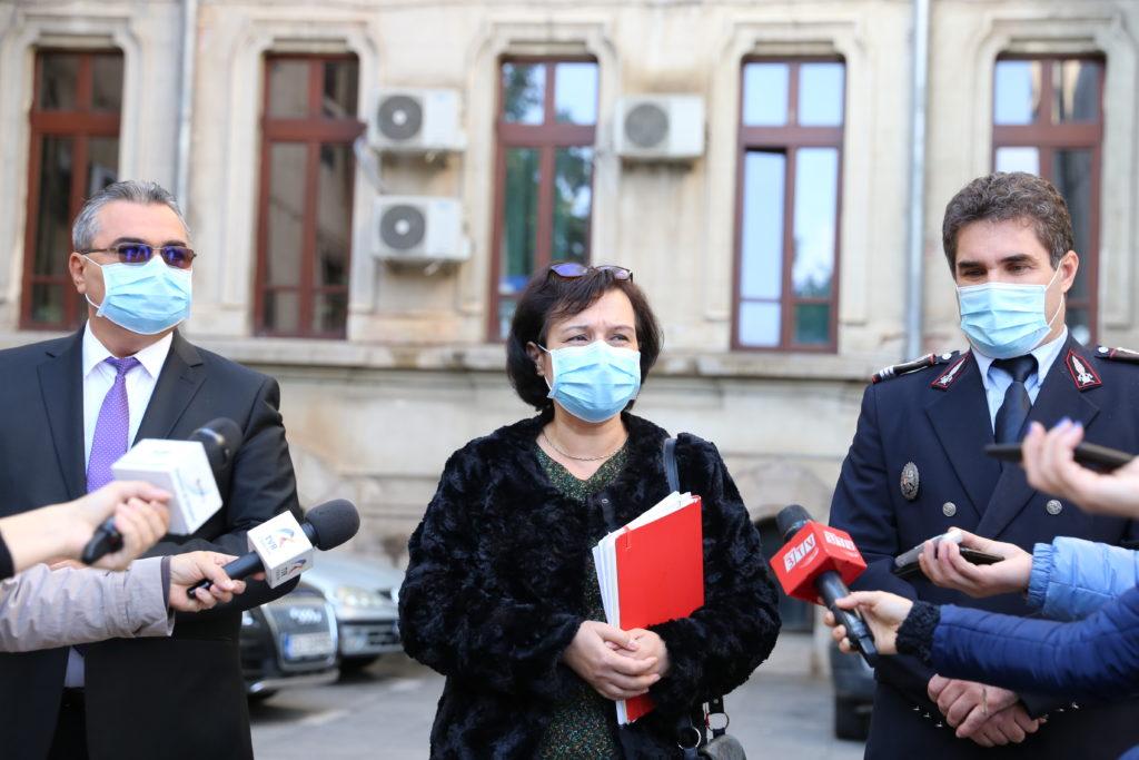 Spitalul CFR şi Spitalul Militar din Craiova ar putea să devină unităţi suport pentru Covid-19, susţine Iuliana Manea (centru), director adjunct DSP Dolj