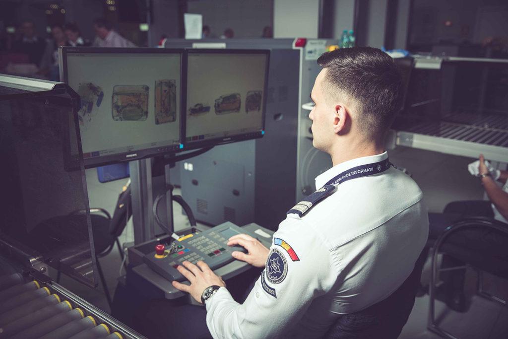 La Aeroportul Craiova vor fi instalate echipamente performante de scanare a bagajelor pasagerilor (foto: sri.ro)
