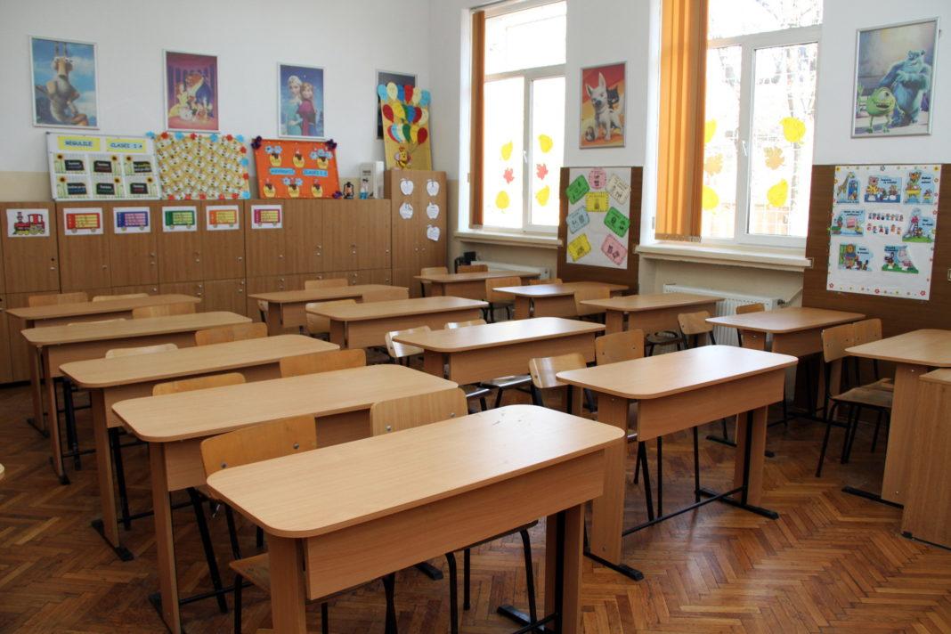 """Școlile nu se redeschid pe 11 ianuarie. Ministrul Educației spune că data reînceperii cursurilor după vacanța de iarnă este un termen """"mult prea scurt""""."""
