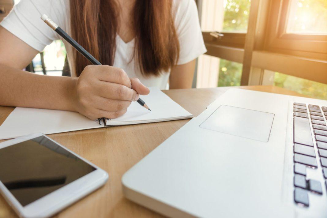 Ministerul Educației: Peste 3.600 de unități de învățământ fac cursuri online