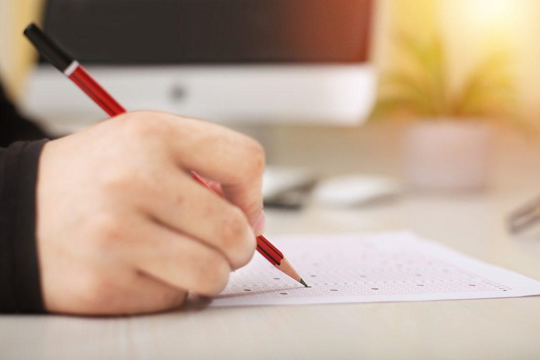 Ministerul Educaţiei pregăteşte schimbări pentru tezele şcolare