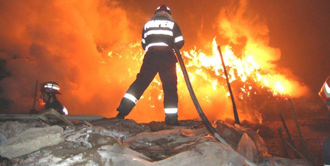 Casă în flăcări, la Craiova foto: arhivă