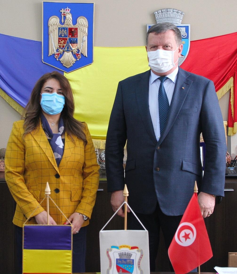 Ambasadoarea Republicii Tunisiene în România a fost primită miercuri, la sediul Primăriei Râmnicu Vâlcea de către primarul Mircia Gutău