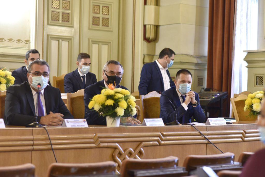 Noul președinte al Consiliului Județean Dolj, Cosmin Vasile, și 28 dintre cei 36 de consilierii județeni nou aleși și-au intrat de ieri în atribuții