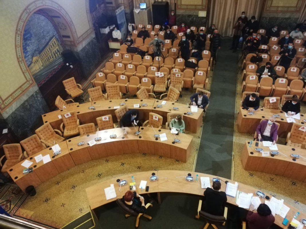 Tradare în PNL la ședința CL Craiova. Un consilier a trecut în tabăra PSD și a schimbat majoritatea în favoarea stângii
