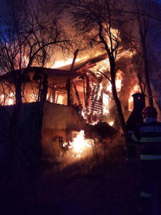 În ultimele 24 de ore, pompierii dojeni au fost solicitași să intervină la 185 situaţii de urgenţă, printre care și trei incendii