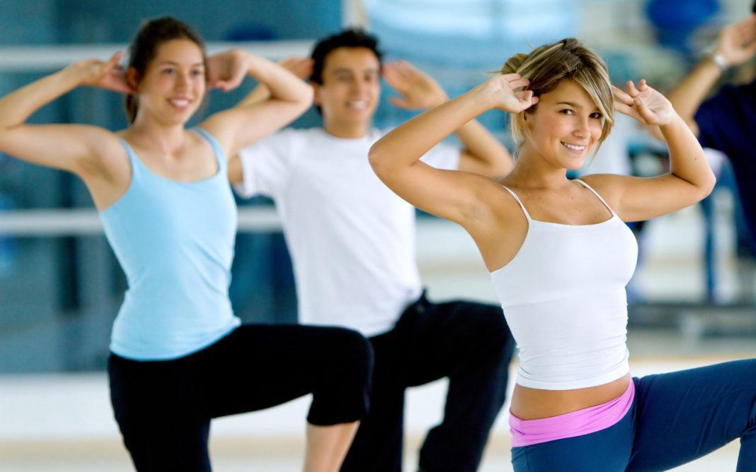 Riscul de spitalizare din cauza COVID-19, redus la cei care fac exerciții fizice regulate