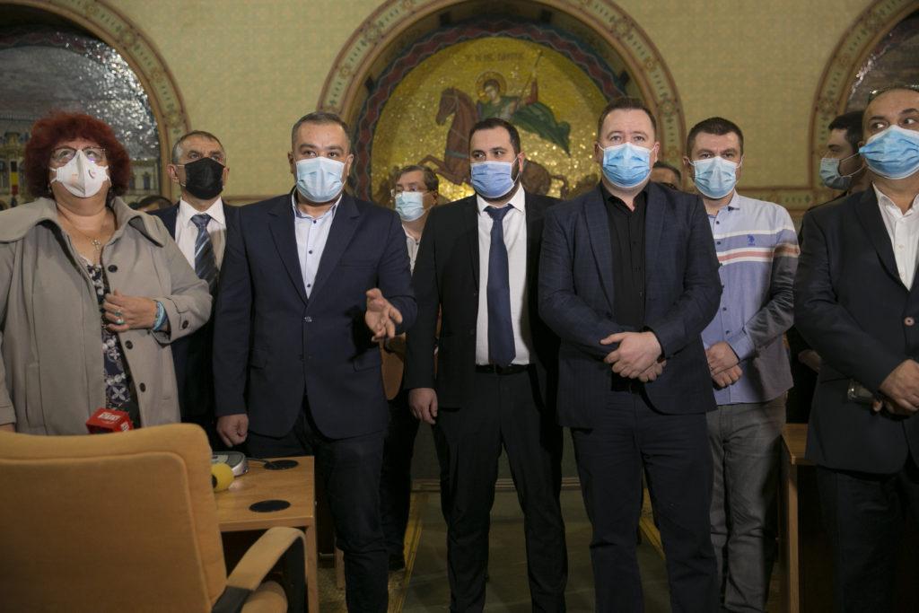 """Consilierii locali PNL și USR-PLUS au acuzat la finalul ședinței modul în care PSD a """"târguit votul craiovenilor"""" și au anunțat că nu renunță la luptă"""