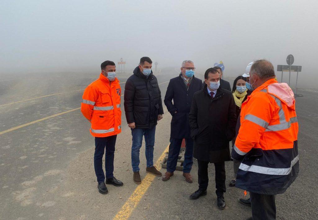 Tronsonul 2 al DE Craiova-Pitești avansează în ritm susținut, anunță PNL Dolj după o vizită pe șantier a premierului Ludovic Orban