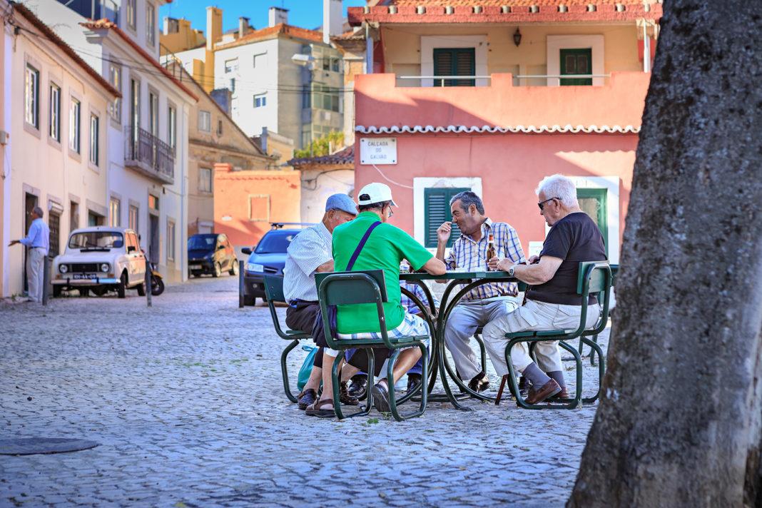 Spania vrea să-și convingă cetățenii să se pensioneze mai târziu