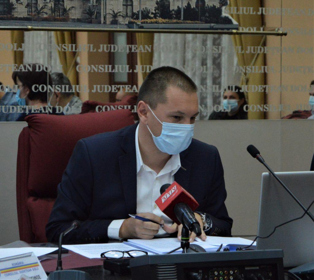 Reabilitarea Clinicii de Oncologie a SJU Craiova a intrat în linie dreaptă. Președintele CJ Dolj, Cosmin Vasile, a semnat contractul de execuție a lucrărilor.  Constructorul are doi ani la dispoziție să termine lucrările.