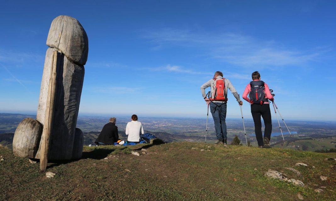 Doar rumegușul a rămas în locul statuii misterioase bavareze