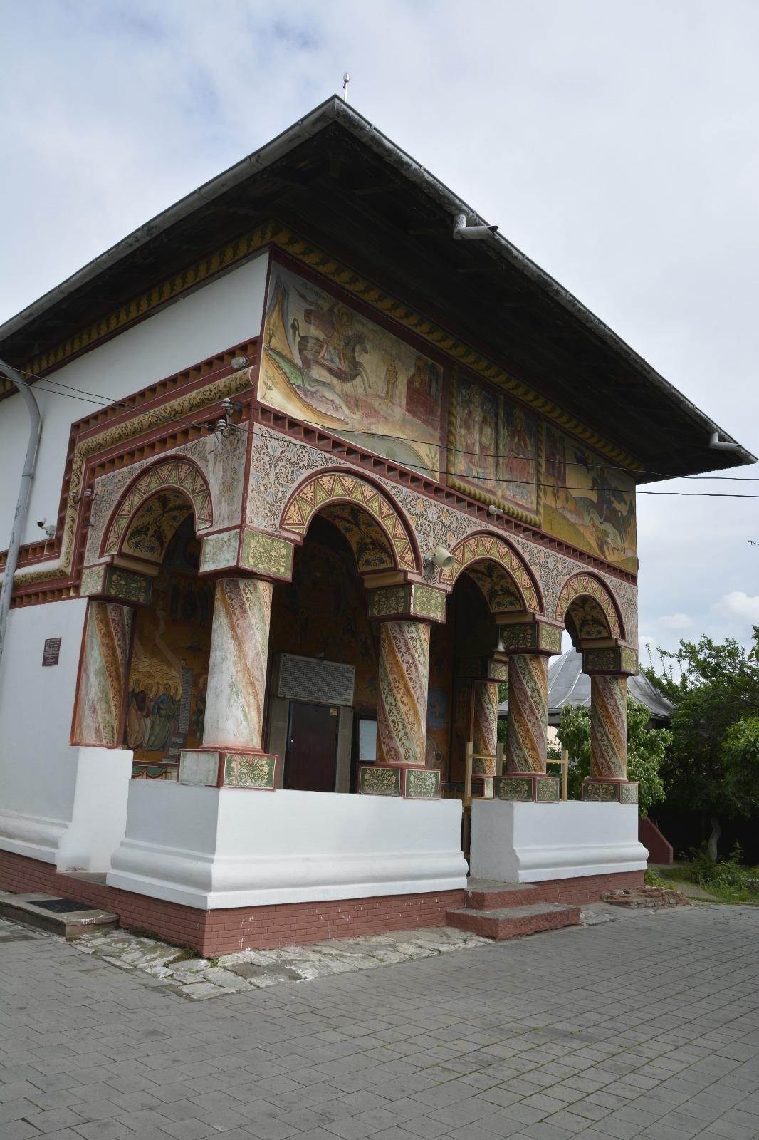 """Biserica """"Sfântul Nicolae – Brânduşa"""" fost ridicată în anul 1793"""