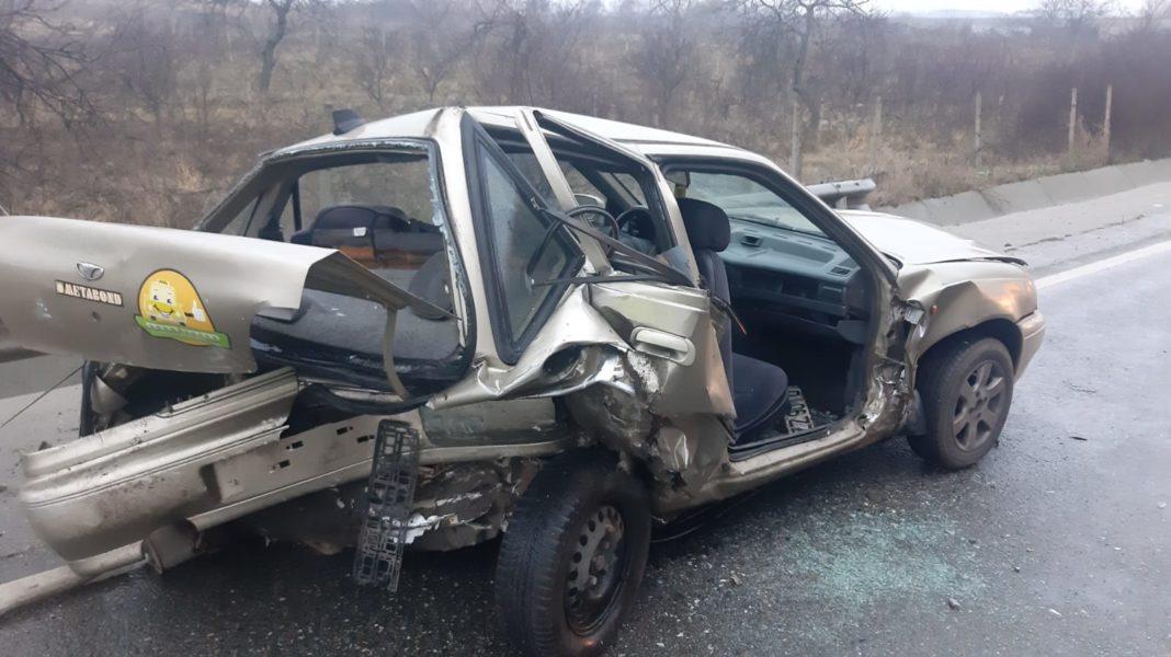 O femeie a fost rănită în urma coliziunii dintre două autoturisme pe DN 6, în afara localității Cârcea