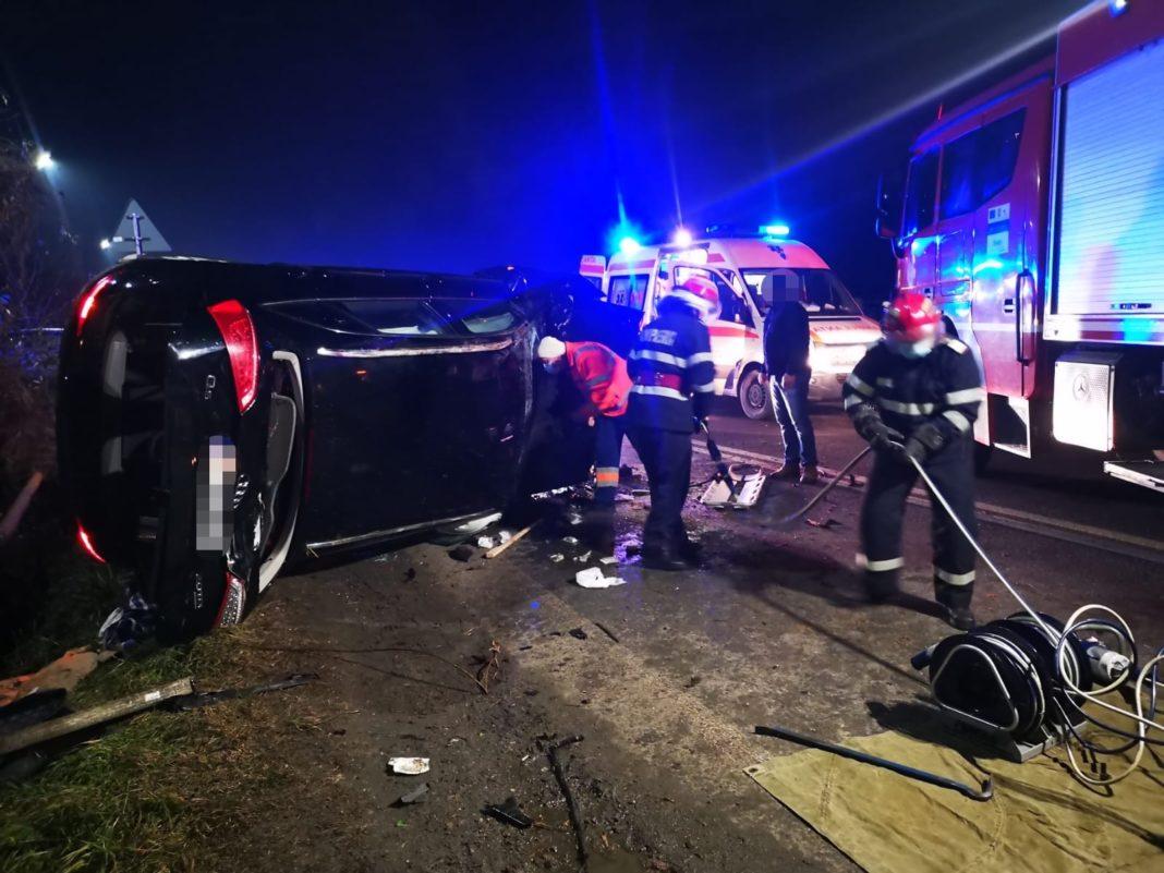 Șofer încarcerat în urma unui accident rutier pe DN 67. Traficul este blocat
